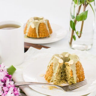 Mini Almond and Matcha Cakes